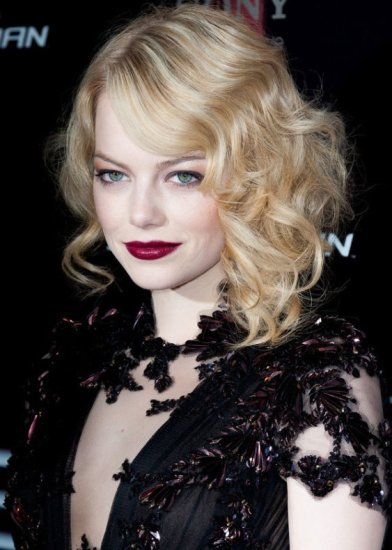 emma-stone-goes-for-red-carpet-vampish-look