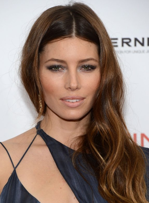 jessica-biel-makes-a-statement-in-versace-gown