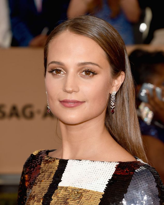 alicia-vikander-sag-awards-w724