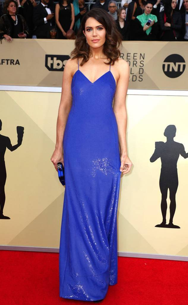 rs_634x1024-180121163448-634-red-carpet-fashion-2018-SAG-awards-mandy-moore.jpg