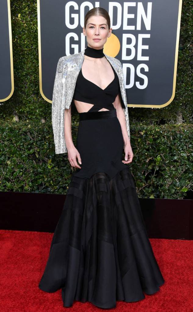 rs_634x1024-190106155416-634-2019-golden-globes-red-carpet-fashions-Rasamund-Pike-GettyImages-1078334560.jpg